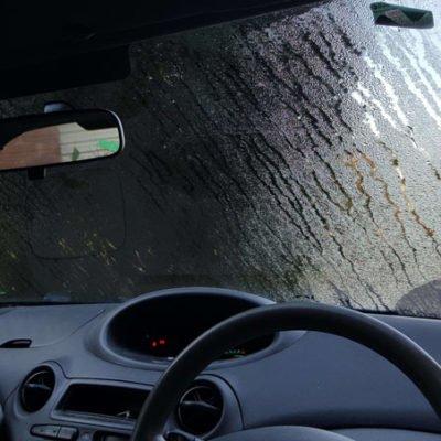 Стекла в авто потеют. Почему и как решить проблему?