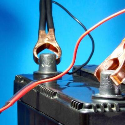 Как правильно заряжать аккумулятор автомобиля зарядным устройством и другими способами
